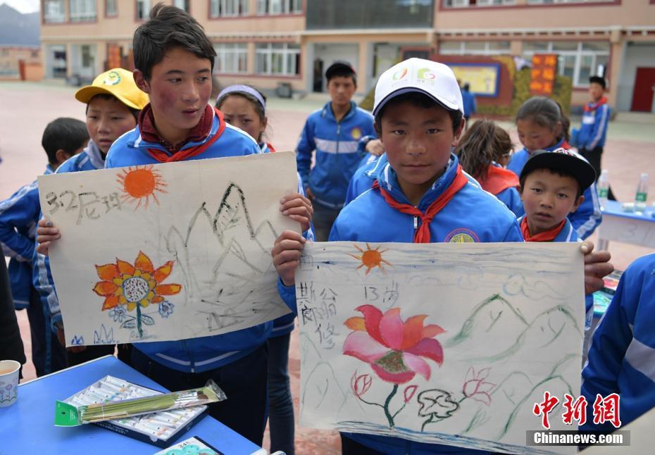 Volunteers and Tibetan children celebrate Children's Day