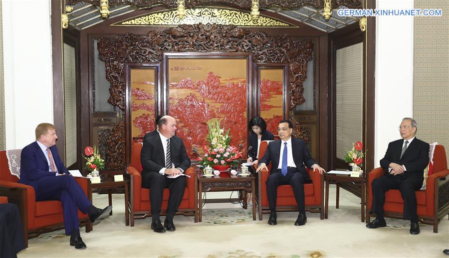 Li Keqiang trifft Gruppe von US-Geschäftsführungen und ehemaligen US-Beamten