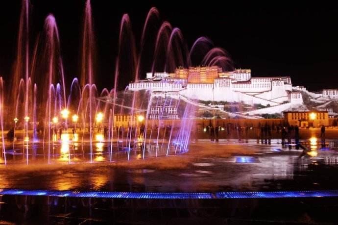 """莫让音乐喷泉成为""""水上乐园"""""""