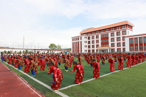 Staatsmedien besuchen tibetische Grundschulen