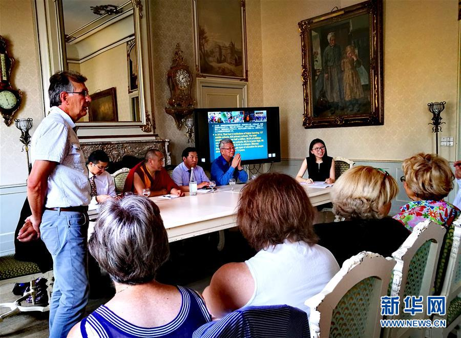 中国藏文化交流团访问比利时