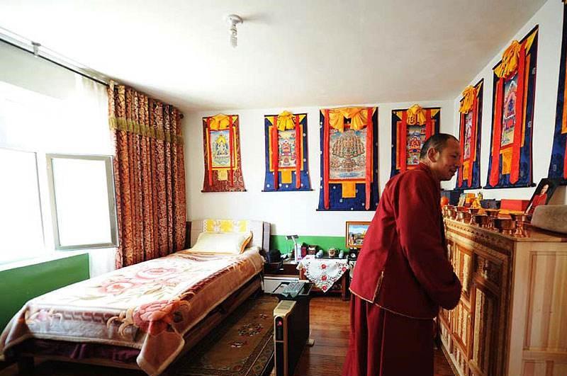 Mönche in Qinghai freuen sich über Renovierung ihrer Unterkünfte