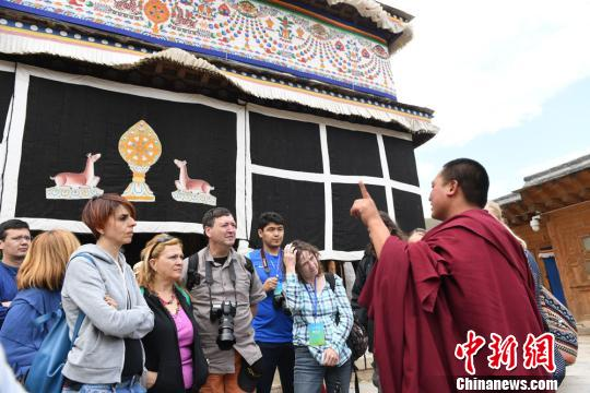 Chinese and foreign travel agents visit Labrang Monastery