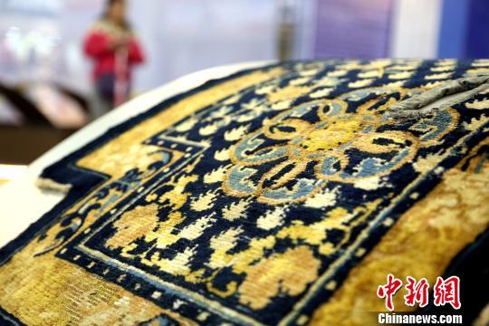 Alte chinesische Teppiche tauchen auf Teppichmesse in Qinghai auf
