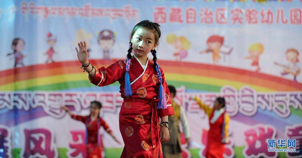 Fröhlicher Kindertag im Kindergarten Tibets