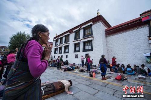 """西藏迎来""""佛月""""萨嘎达瓦"""