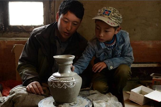 Tonmacher auf dem Hochplateau in Westsichuan