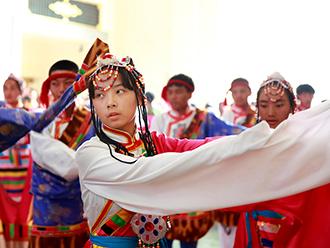两百名藏汉学生齐聚北京民族文化宫跳锅庄