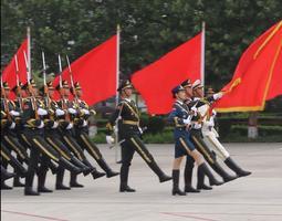 【网络媒体国防行】帅到手抖!中国人民解放军三军仪仗队迎宾动作表演引爆全场