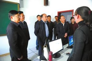 教育部赴藏工作组在西藏调研