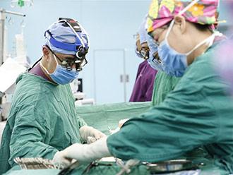西藏8名先天性疾病患儿在北京接受治疗