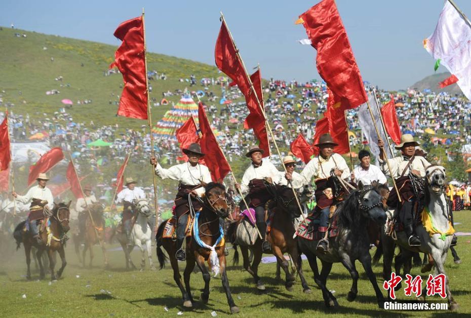 Inszenierung ethnischer Bräuche auf dem Grasland von Gannan