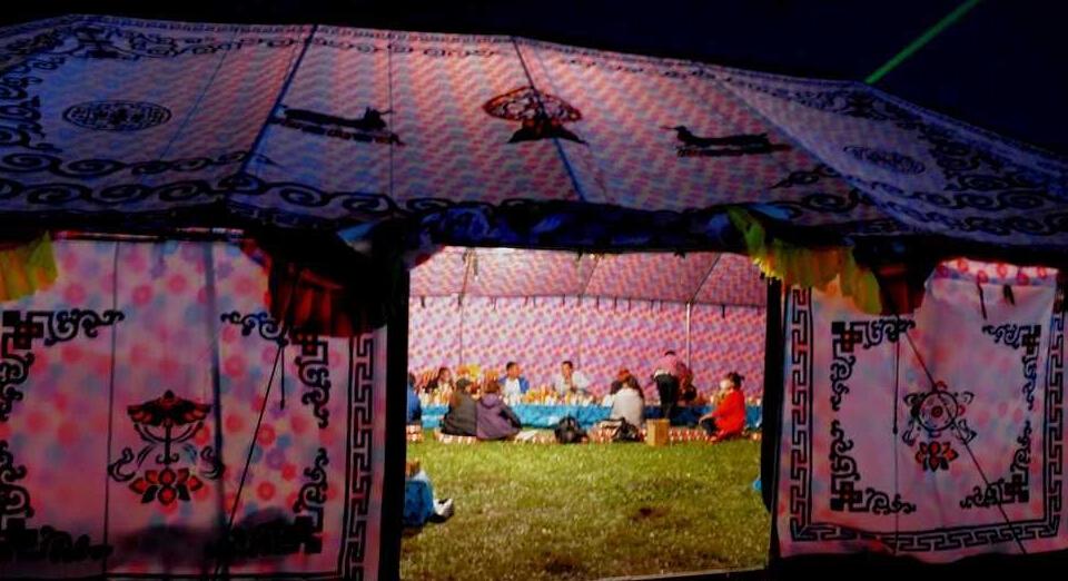 若尔盖雅敦节的帐篷之夜 等着您来数星星
