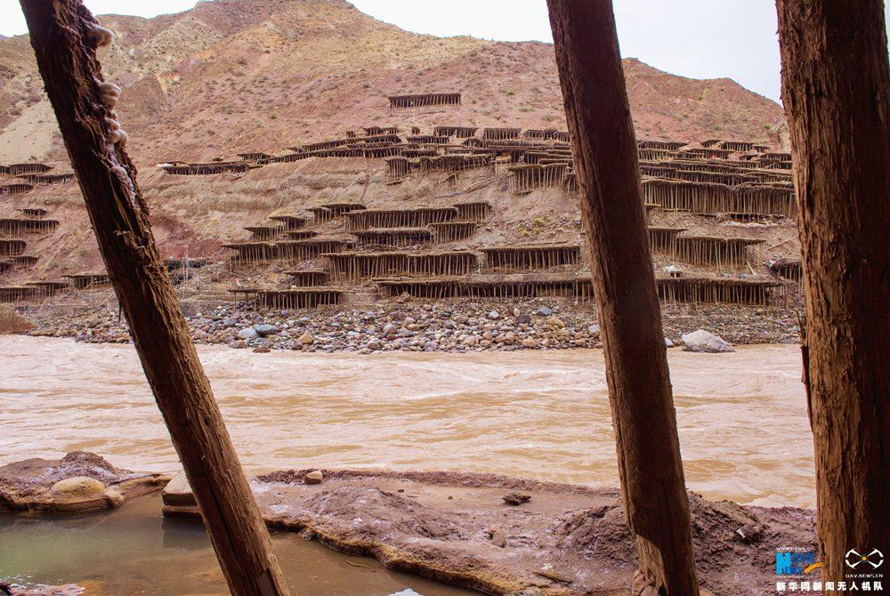 航拍西藏古盐田的千年故事