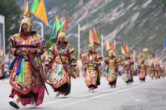 Straßenshow in Yushu
