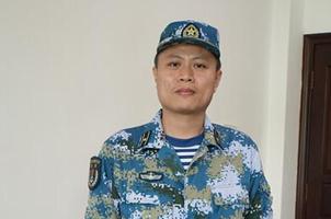 [网络媒体国防行]372潜艇遇险 唯一军医卢翀生死关头敢担当