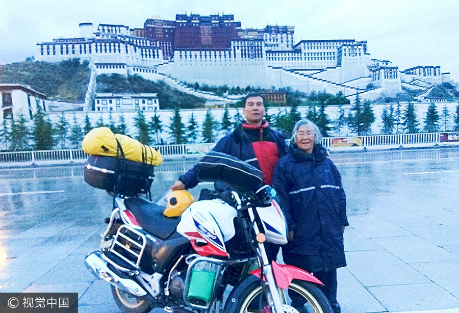 Son gives 84-year-old mother a motorbike ride to Tibet