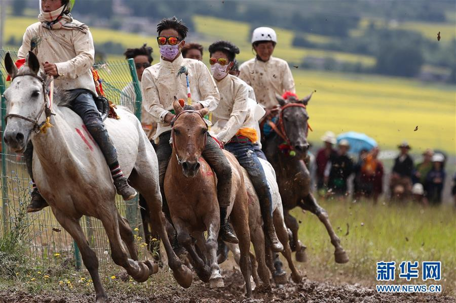 Tibetan horse racing held in SW China