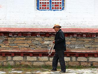 喇嘛岭寺的虔诚之旅