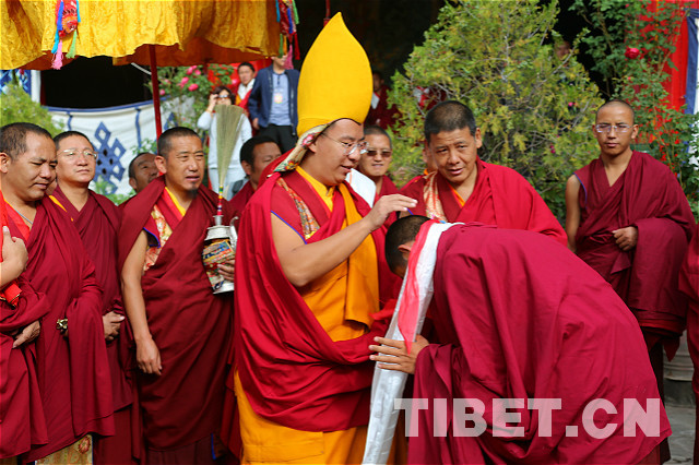 Panchen Lama prays at Tashilhunpo Monastery