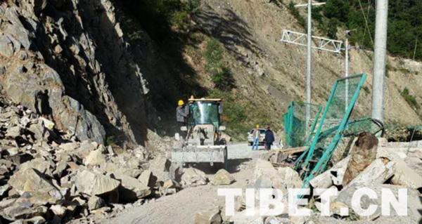 一家有难百邻帮:若尔盖县第一时间驰援九寨沟震中