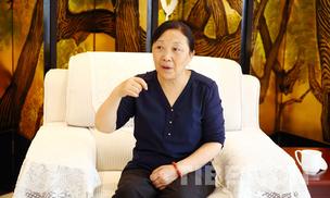 杨华珍:针线缱绻民族情感