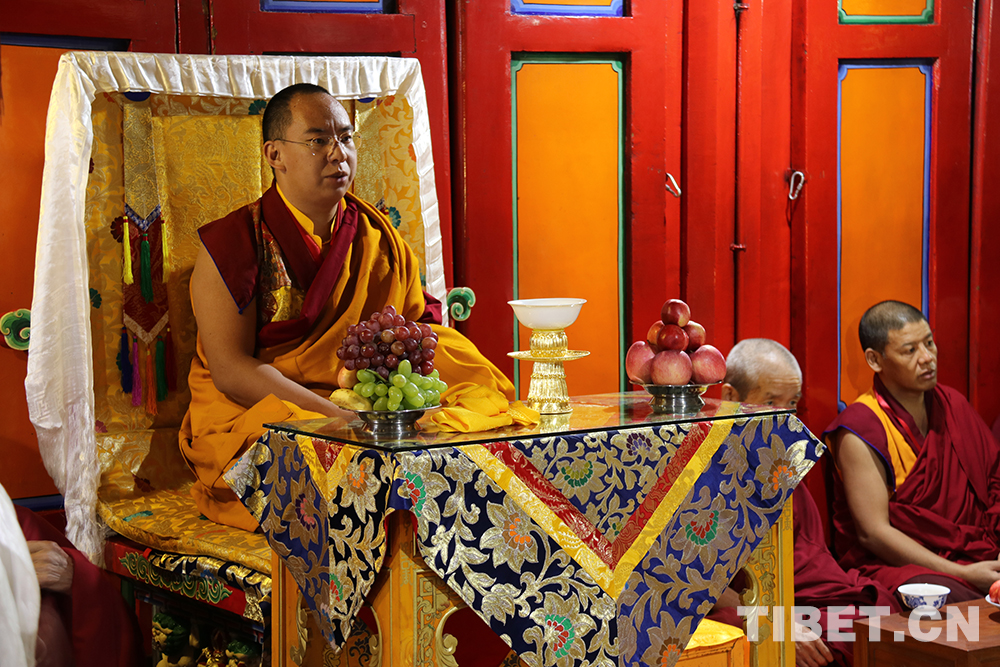 Penchen Lama besucht das Kumbum-Kloster, Geburtsort Tsongkhapas (I)
