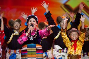 2017中国西藏雅砻文化节开幕 阿斯根献唱《山之南》