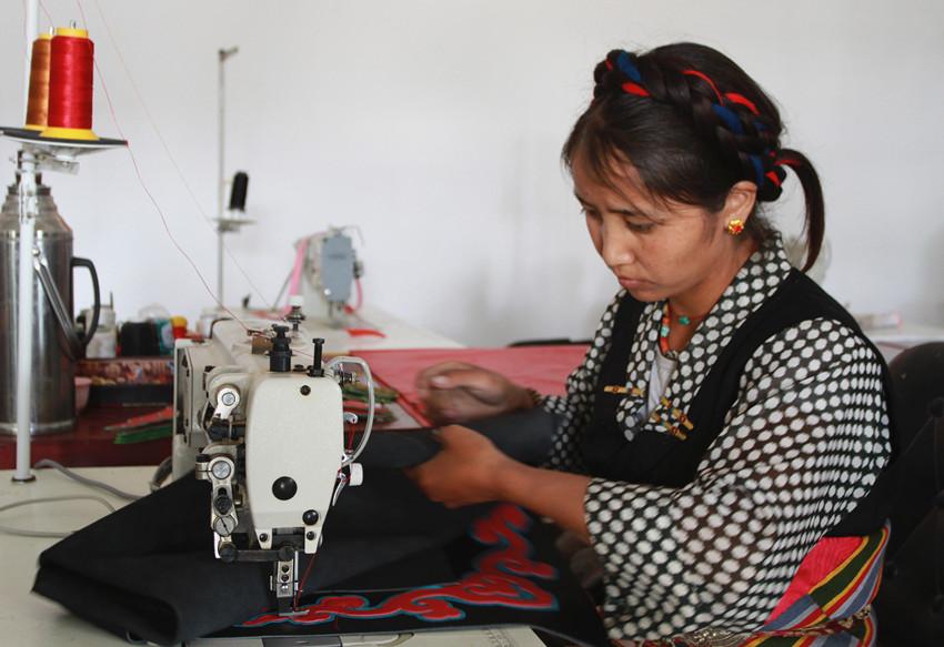 Kreisstadt in Tibet fördert traditionelle Kunsthandwerke Tibets