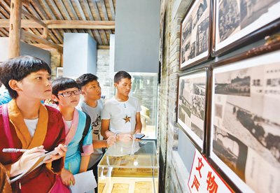 Tibetan students visit exhibition on War of Anti-Japanese Aggression