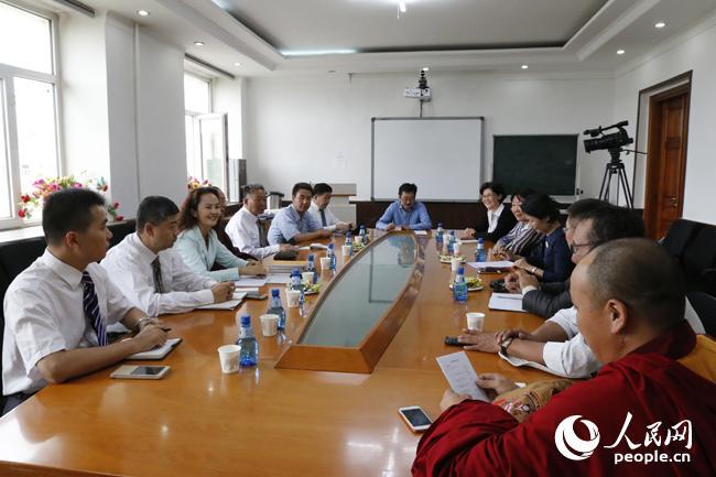 Chinesische Delegation der tibetischen Kultur in der Mongolei zu Besuch