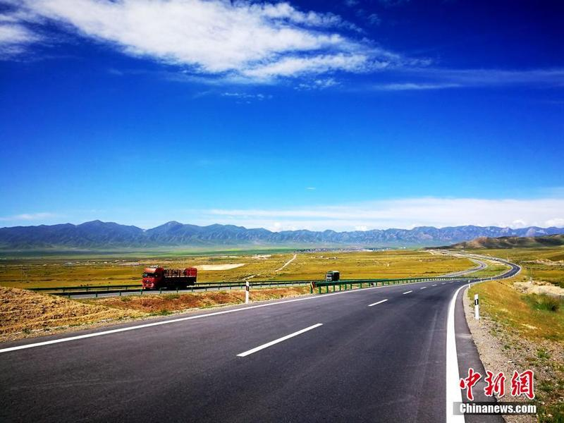 Expressway opens on permafrost of Qinghai-Tibet Plateau