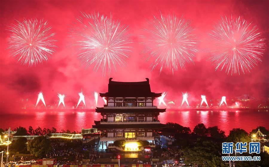 长沙橘子洲举行焰火晚会 庆祝建军90周年