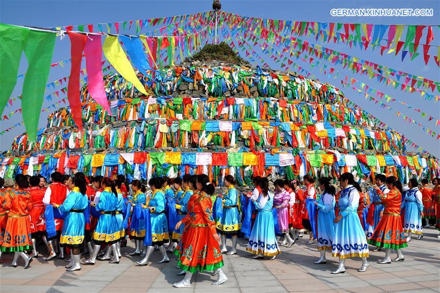 Mongolische Volksgruppe feiert jährliches Aobao-Anbetungsfestival