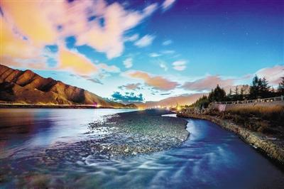 拉萨河畔月色美