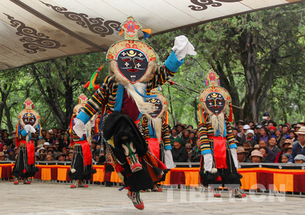 Watching Tibetan opera during Shoton Festival