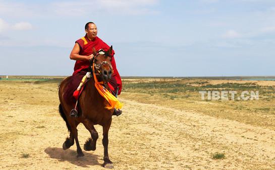 Mongolische und tibetische Gläubige in Qinghai pilgern zum Panchen Lama