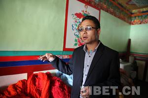 """藏族小伙带领江孜妇女一针一线织出""""小康路"""""""