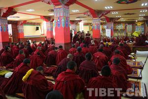 中国藏语系高级佛学院学员赴西藏辩经实习