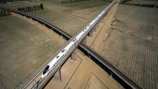 China Focus: Extending highways lead Tibet's growth onto fast track