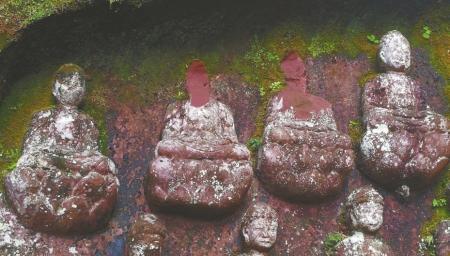 Köpfe von 500 Jahren alten Buddha-Statuen verschwunden