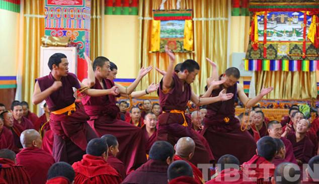 Mönche reisen zur buddhistischen Debatte nach Tibet