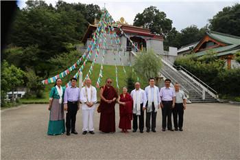Chinesische Tibetkultur-Austauschgruppe besucht Qambaling-Kloster
