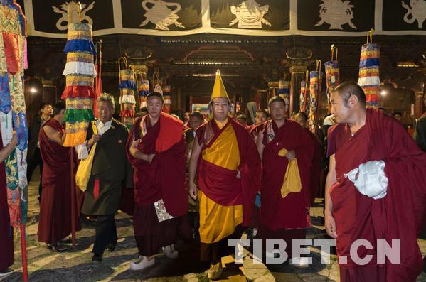 Panchen Lama führt Zeremonie im Jokhang-Kloster von Lhasa durch