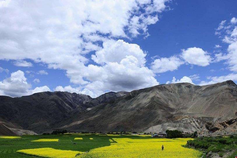 In- und ausländische Touristen entkommen in Tibet der Hitze