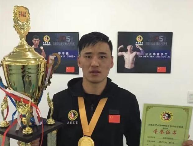Tibetischer Athlet gewinnt erste Muay Thai-Goldmedaille