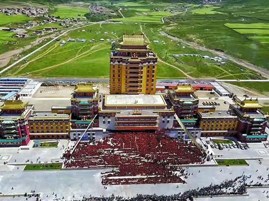 Kloster in Aba feiert Bauende