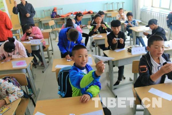 Studentische Freiwilligenhilfslehrer besuchen Waisenhaus Lhoka