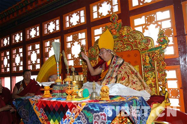 Der Panchen Lama segnet die Bibliothek des Klosters Trashilhünpo