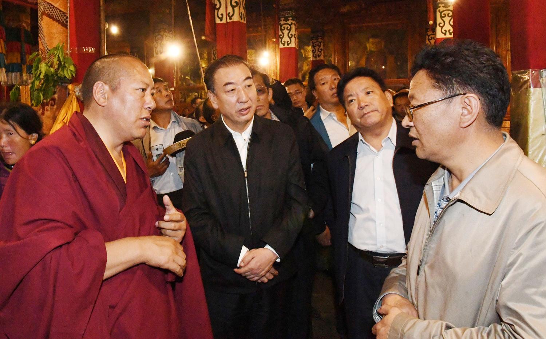 旦科在甘丹寺调研时强调:加强依法管理宗教事务 确保寺庙和谐稳定